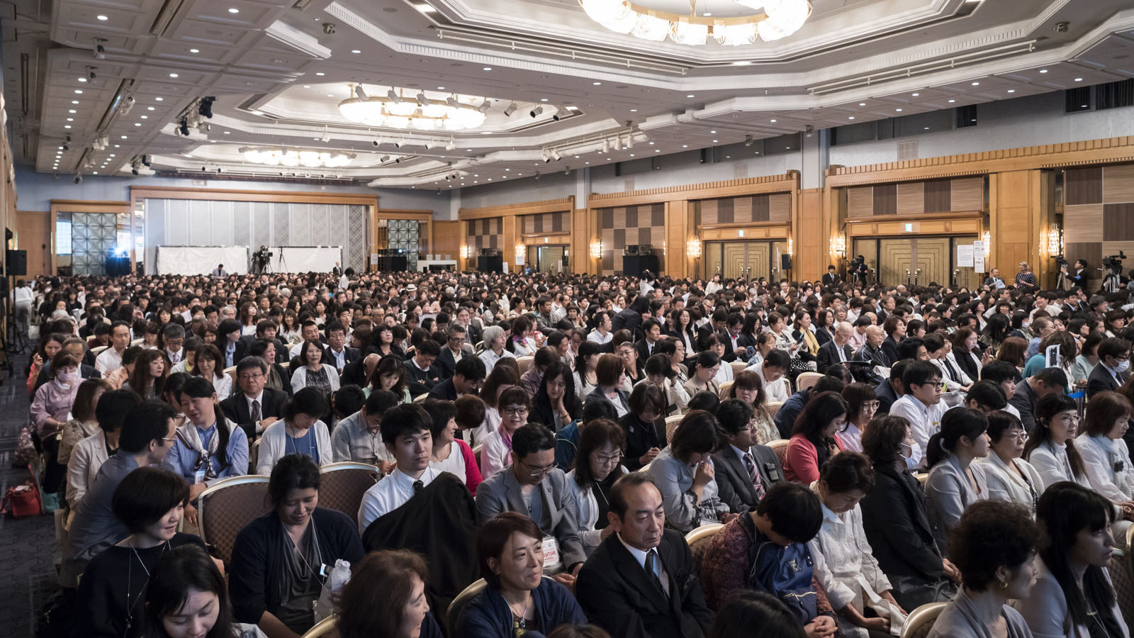 Over 2,000 participants pack into the conference hall at the start of the 2019 Interfaith Forum.