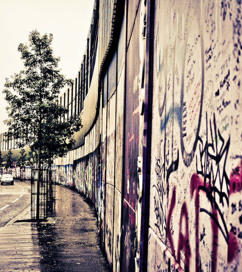 Peace Wall in Belfast, Northern Ireland. Photography by Roberto Casalone, 2012.