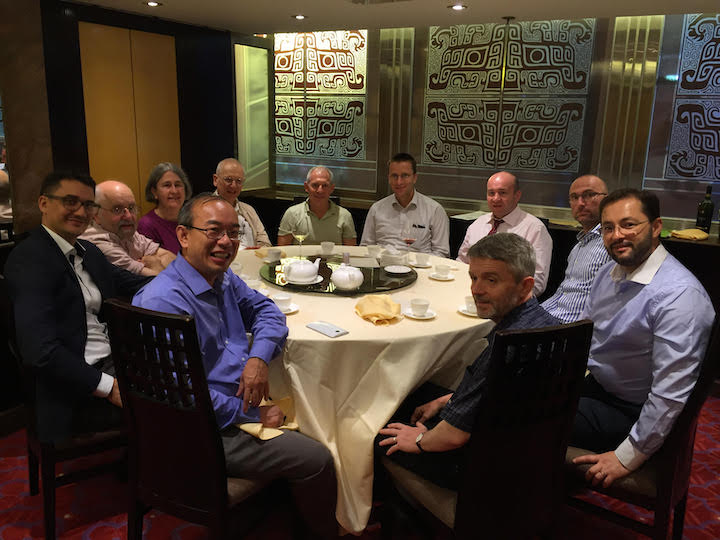 Gerard Mannion dines with EI members.
